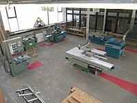 Hier ist eine Übersichtsfotografie von oben einer Maschinenhalle zu sehen.