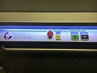 Das Bild zeigt die Bedieneinheit in einem Fahrstuhl.