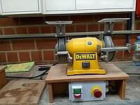Werkzeugschärfmaschine in Form eines Schleifbocks